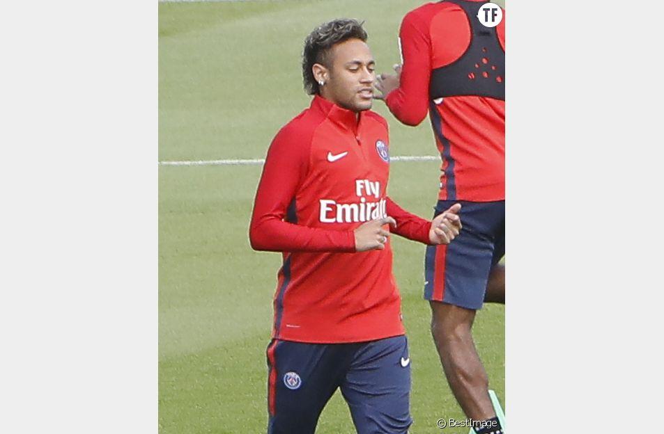 Attentats en Catalogne : l'hommage de Neymar et Ronaldo aux victimes