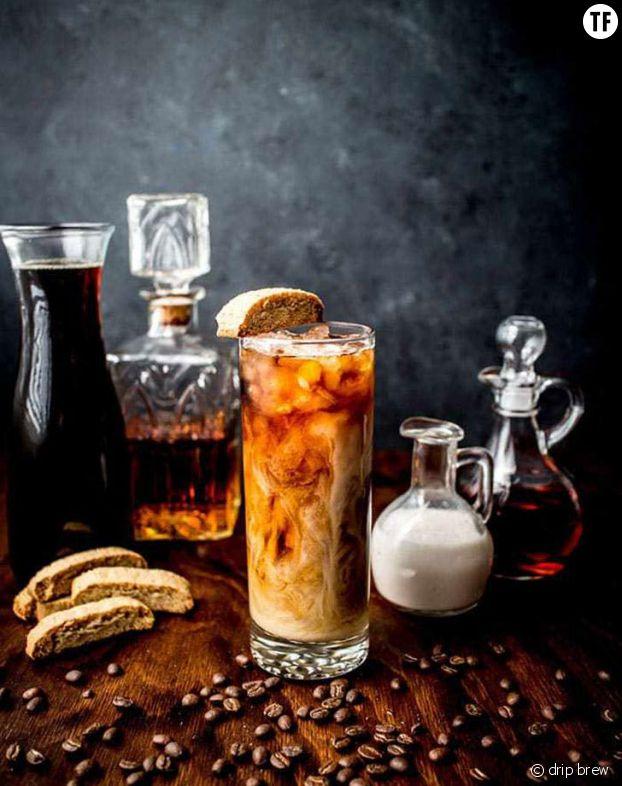 Cocktail accompagné de biscotti aux amandes