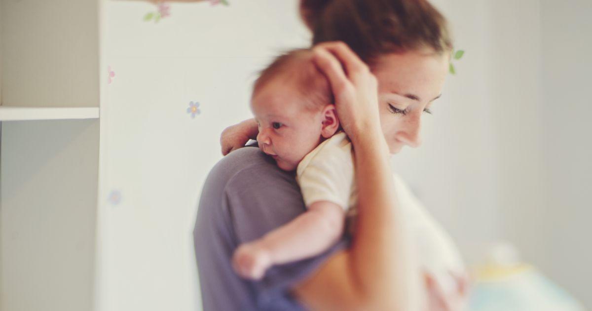 Porter son b b est bon pour lui c 39 est scientifiquement - Rever de porter un bebe dans les bras ...