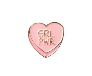 """""""GRL PWR"""" : le petit tatouage féministe qui cache une grande signification"""