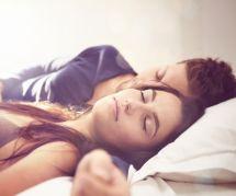 Des problèmes de couple ? Dormez plus !
