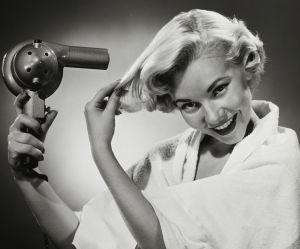 Pourquoi vous ne devriez jamais utiliser le sèche-cheveux de votre hôtel