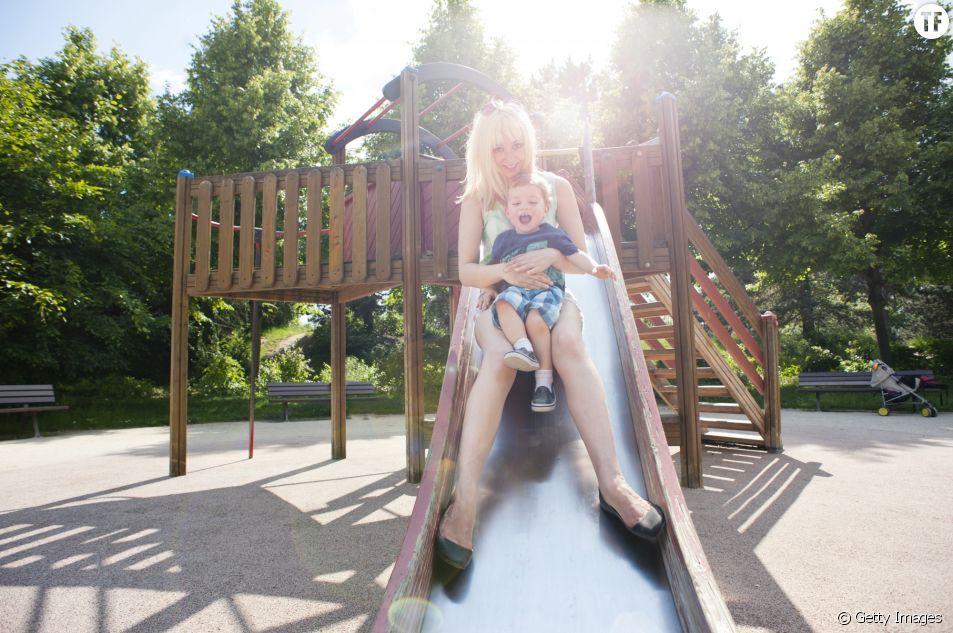 Les médecins alertent sur les risques de faire du toboggan avec votre enfant