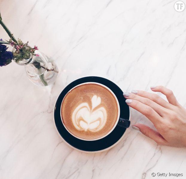 Pourquoi vous devriez mettre de l'huile de coco dans votre café