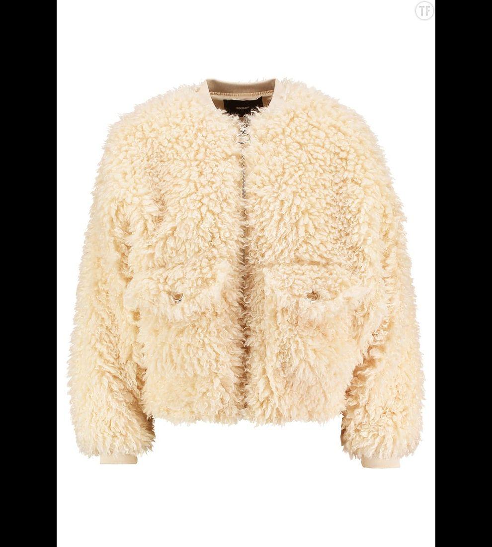Manteau court en sherling Bik Bok sur Zalando, 89,95€