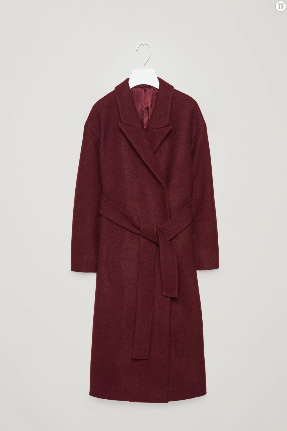 Manteau prune en laine ceinturé COS, 250€