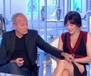 """Quand Baffie soulève la jupe de Nolwenn Leroy : la """"blague"""" qui ne nous fait pas rire"""