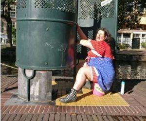 """""""Les nanas qui pissent"""" : les Néerlandaises dénoncent le sexisme des toilettes publiques"""