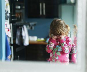 Mon enfant pleure avant d'aller à l'école : je fais quoi ?