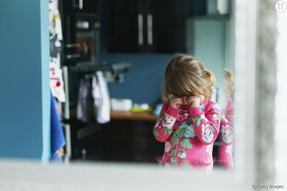 Mon enfant pleure pour aller à l'école : je fais quoi ?