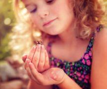 Cette fillette passionnée par les insectes signe dans une revue scientifique