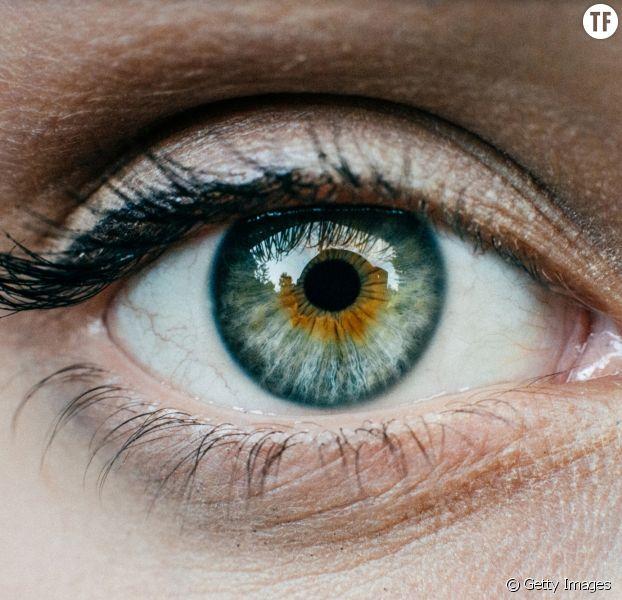 Une mannequin canadienne lance l'alerte — Tatouage de l'œil