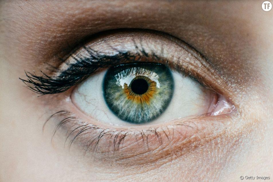 Cette mannequin alerte sur les dangers de se faire tatouer l'oeil