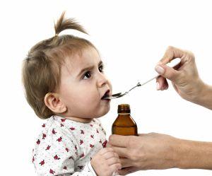 Cette maman a une super astuce pour donner un médicament à son bébé