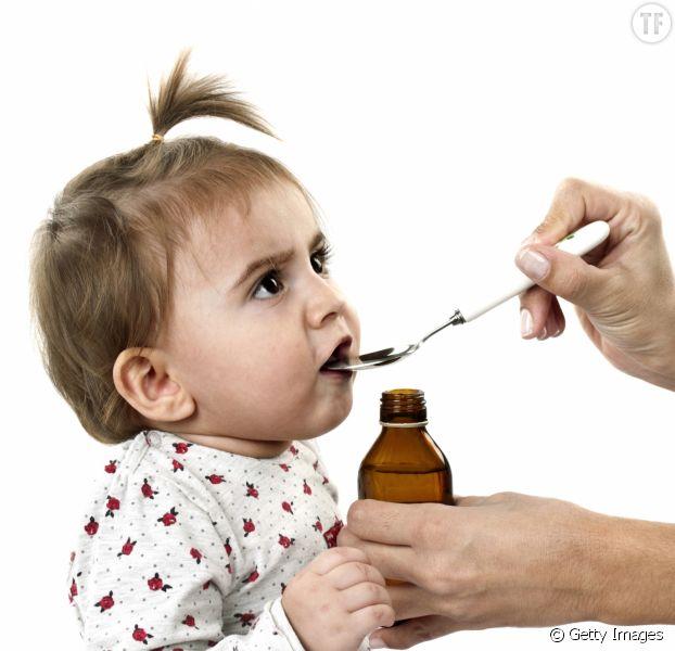 Comment donner facilement un médicament à un bébé