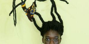 Cette artiste illustre le harcèlement sexuel avec ses cheveux