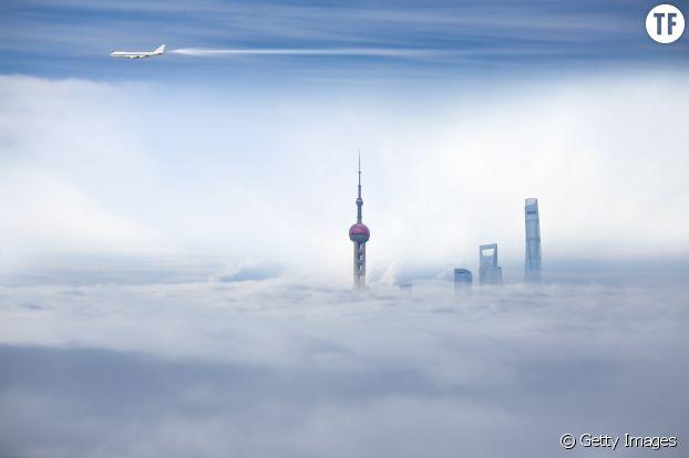 Photo d'illustration d'un avion survolant Shanghai en Chine.