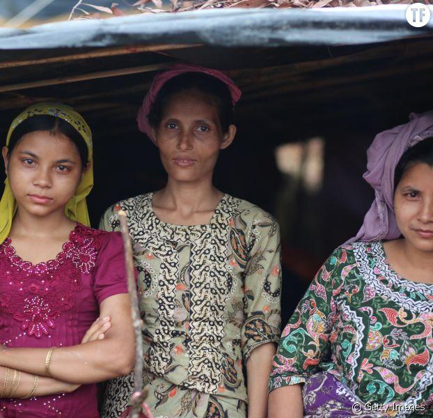 """Des réfugiées rohingyas """"installées"""" dans un camp au Bangladesh."""