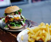 Mieux vaut manger deux burgers qu'un burger-frites