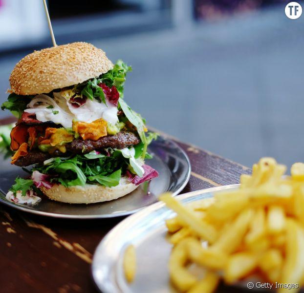 Manger deux burgers serait plus sain qu'un burger-frites