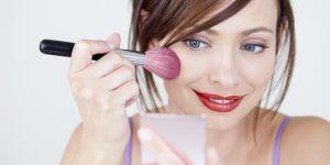 Il invente une appli pour effacer le maquillage des femmes sur les photos