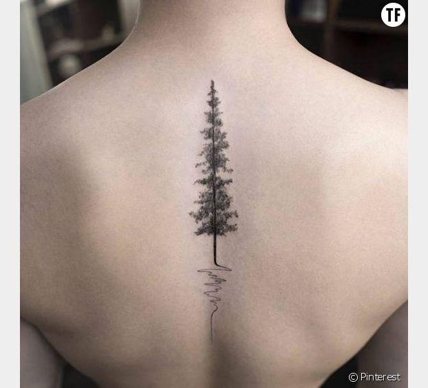 Un tatouage arbre dans le dos