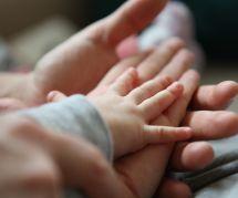4 conseils pour couper les ongles de son bébé (sans stresser)