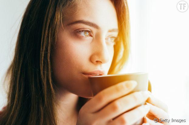 Boire du thé vert préserve la jeunesse de la peau