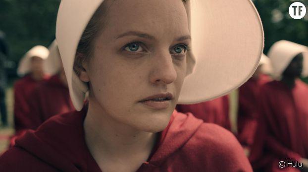 Elisabeth Moss (Offred) dans The Handmaid's Tale