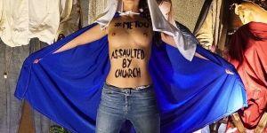 Des Femen posent sein nus au Vatican pour revendiquer le droit d'avorter