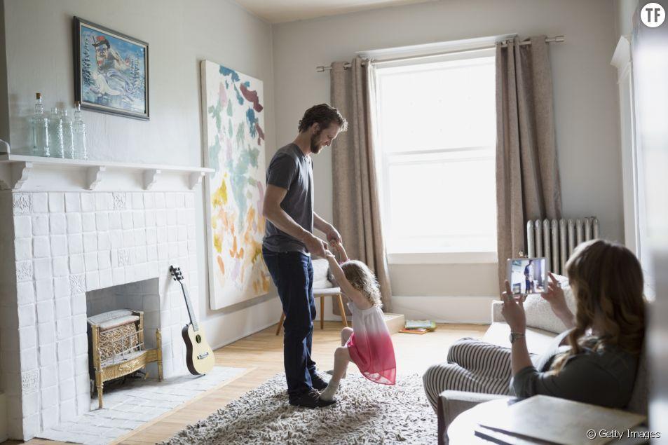 Aujourd'hui, les papas sont plus investis dans l'éducation des enfants.