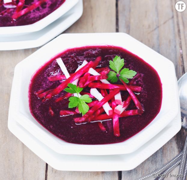 La recette détox de la soupe aux racines de betterave pour démarrer l'année du bon pied