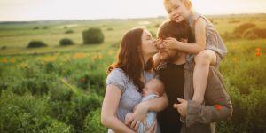Voici pourquoi vous portez instinctivement votre bébé du côté gauche