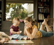 4 jeux à faire avec son enfant en position assise ou allongée