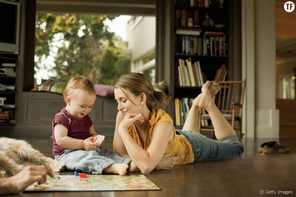 4 jeux à faire avec son enfant en position allongée