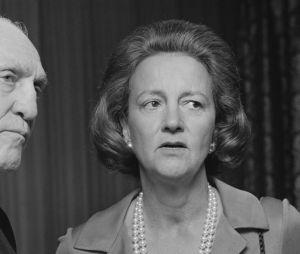 Katharine Graham avec l'homme d'affaires britannique Sidney Bernstein, mars 1974.