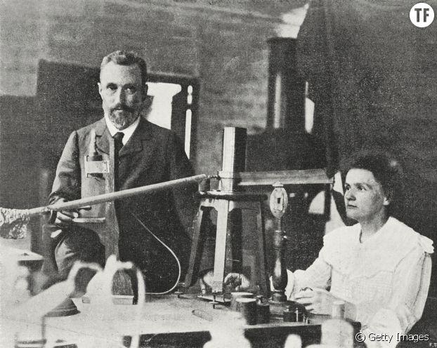Pierre et Marie Curie dans leur laboratoire