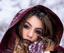 Comment éviter que ma peau craquelle sous le fond de teint l'hiver
