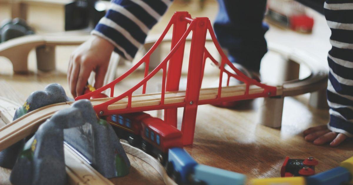 jouets pour enfants ne donnez pas vos anciens jouets terrafemina. Black Bedroom Furniture Sets. Home Design Ideas