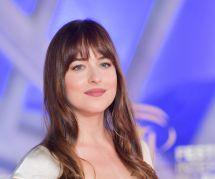 """L'actrice Dakota Johnson se confie sur ses règles douloureuses qui """"ruinent sa vie"""""""