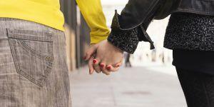 Un couple de lesbiennes agressé par une bande de filles à Lyon