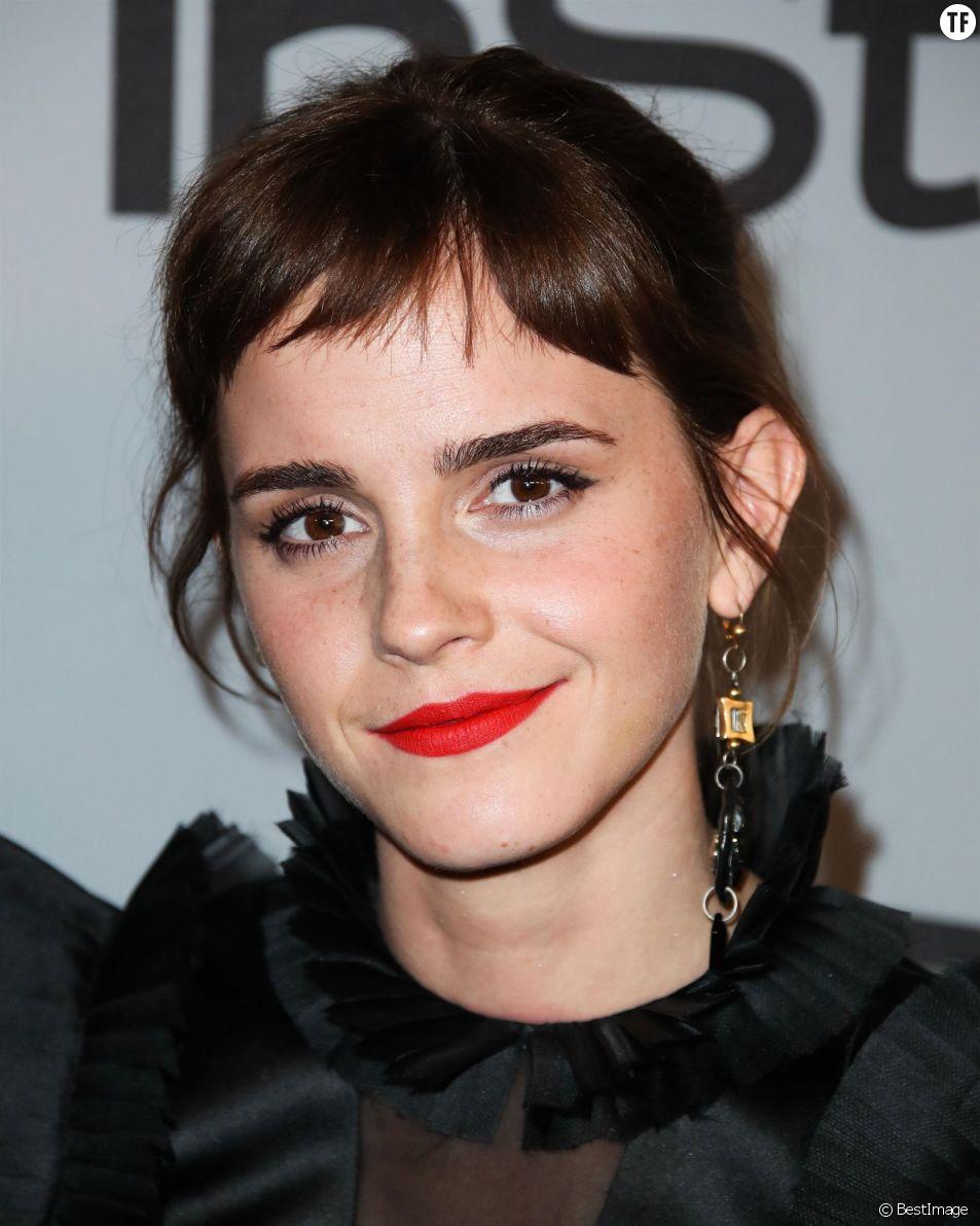 La comédienne Emma Watson brise le tabou du célibat.