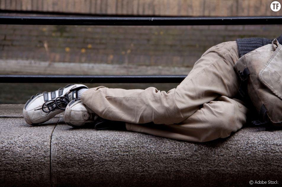 Le gouvernement vient en aide aux sans-abris, les grands oubliés du confinement.