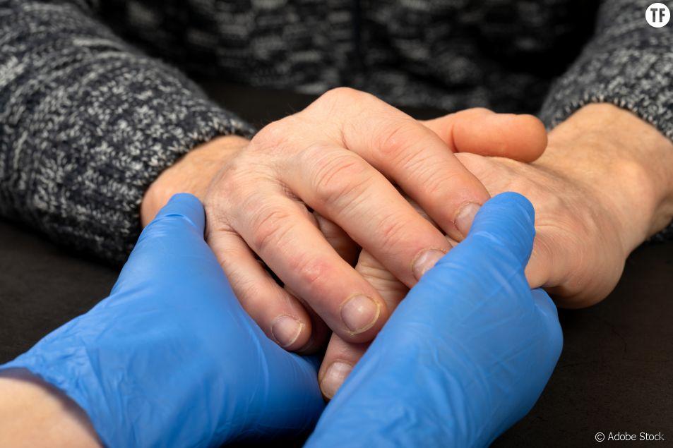 Les aides à domicile, liens précieux pendant l'épidémie de coronavirus