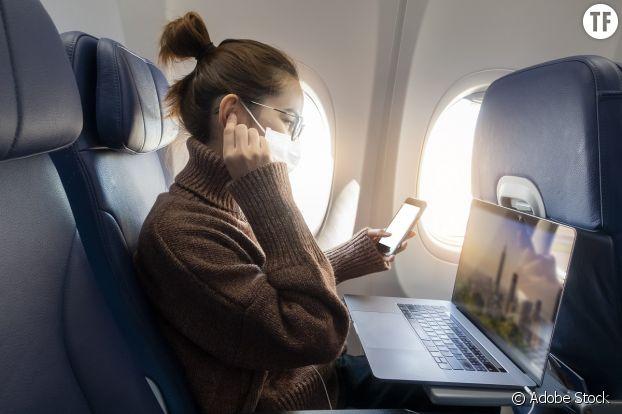 Dans l'avion et durant les voyages, les amis à usage unique abondent.