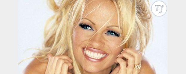 Pamela Anderson se transforme en Vierge Marie
