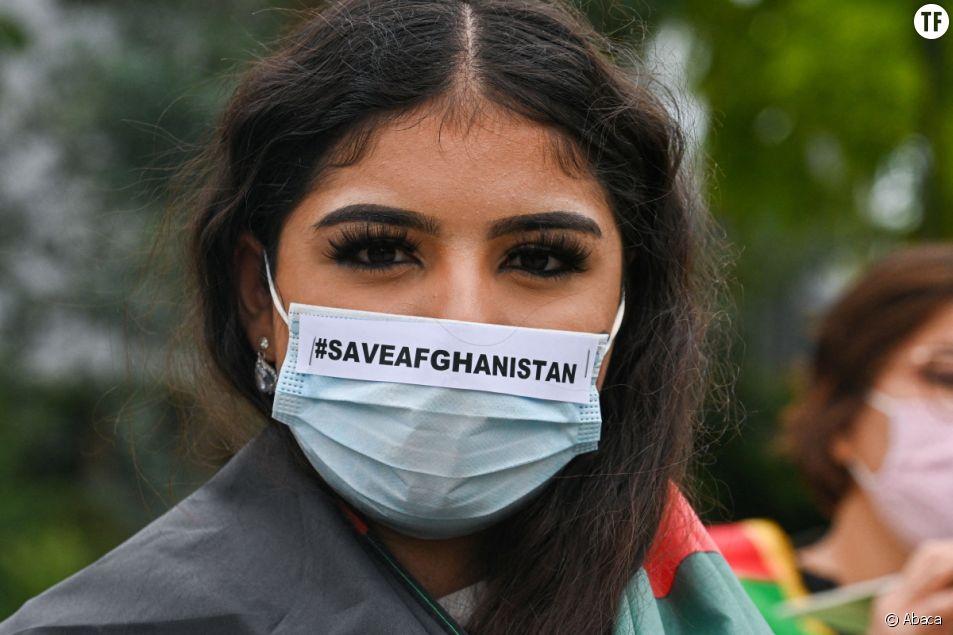 Des femmes manifestent en soutien au peuple afghan à Bruxelles, Belgique, le 18 août 2021