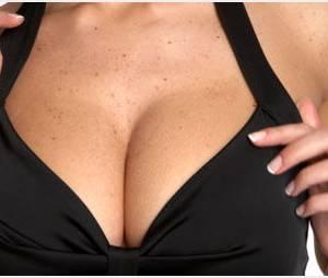 Chez les femmes, les hommes regardent d'abord les seins