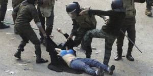 Egypte : Les images de la femme battue place Tahrir inquiètent l'ONU Femmes