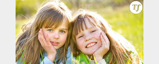 Avoir une sœur rendrait plus heureux